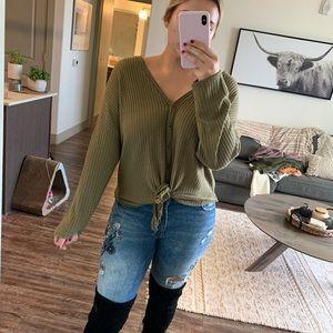 Olive green long-sleeve waffled shirt w/tie✨
